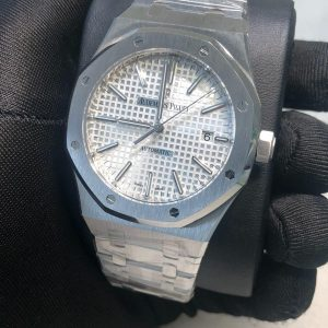 Audemars Piguet Royal Oak 15400 Fake Watch